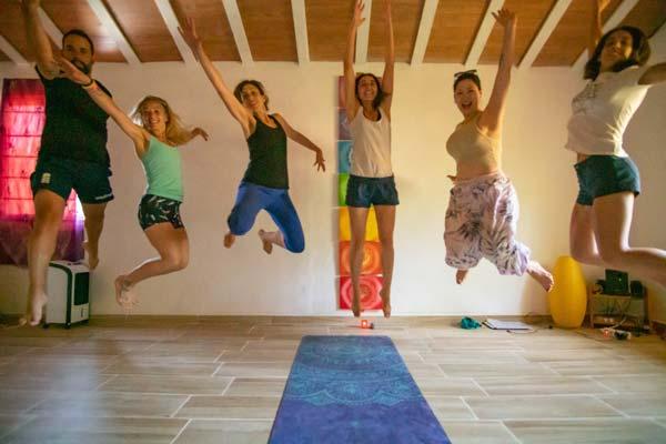yoga-senderismo-y-acroyoga